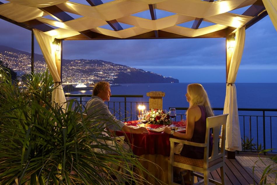 Algarve Romantic cliff restaurant Lagos